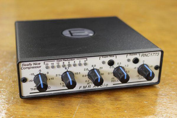 FMR AUDIO(エフエムアールオーディオ)のステレオコンプレッサーを買取しました