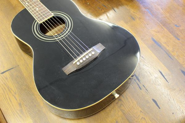 S.Yairiのミニアコースティックギター YM-17